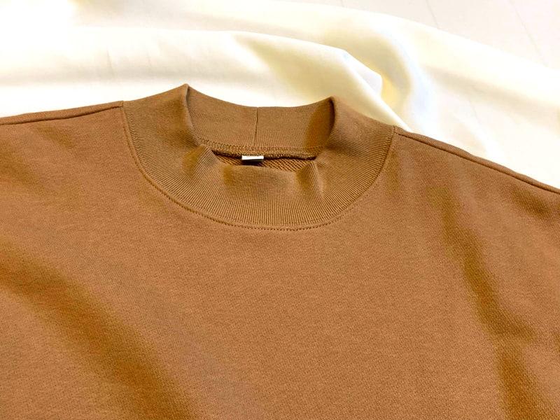 ユニクロ「スウェットモックネックロングシャツ」