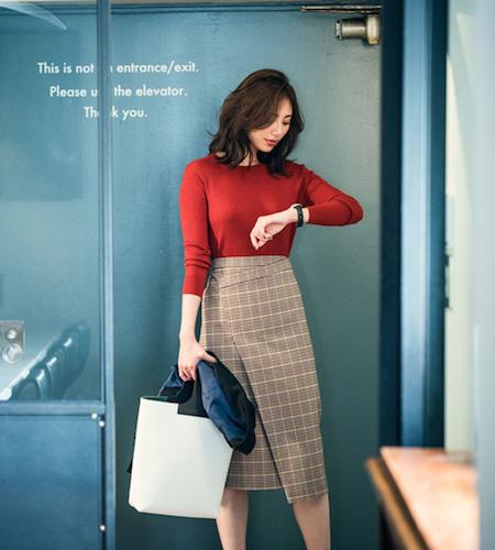 赤セーター×チェック柄スカート