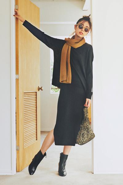 黒リブニット×黒ニットスカート