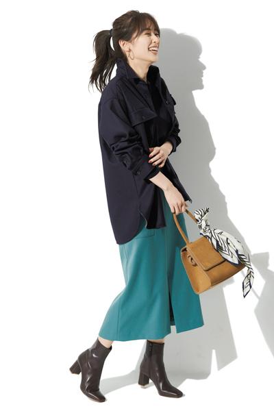 【2】キャメル革バッグ×ニュアンスブルー柄スカーフ