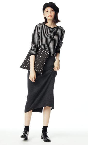 オール黒のニットスカート