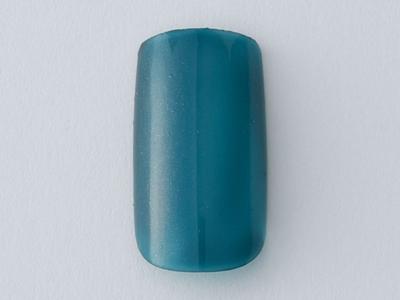 親指・中指・薬指はくすみブルーを一度塗り