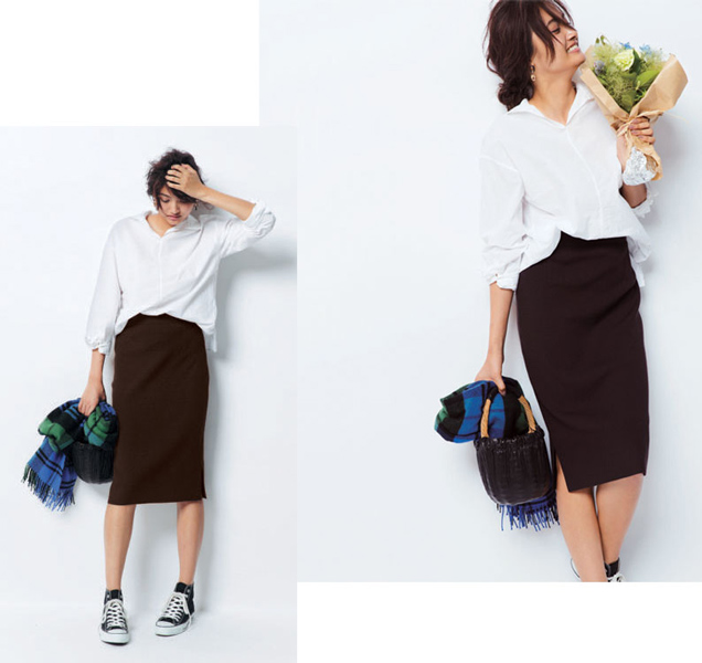 白シャツ×ブラウンニットタイトスカート×コンバース