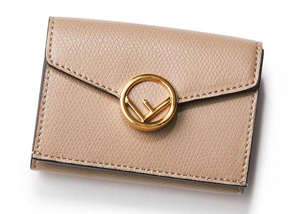 ゴールドがアクセント。フェンディの三つ折り財布