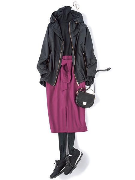 黒マウンテンパーカ×黒タートルニット×パープルタイトスカート