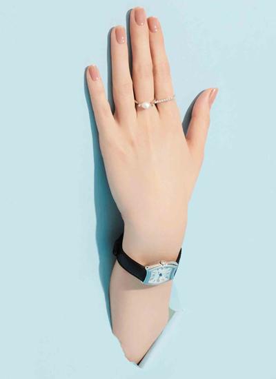 指の先まで美しく仕上げるピンクベージュのニュアンスネイル