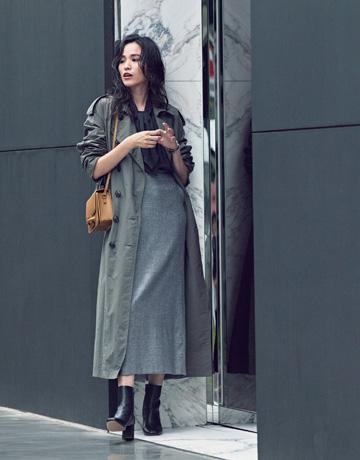 オリーブ色トレンチコート×ロングタイトスカート