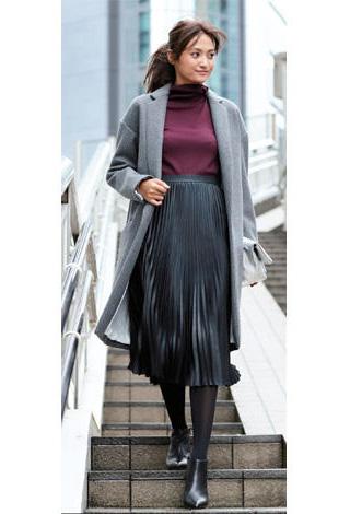 黒プリーツスカート×グレーチェスターコート