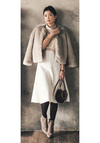 グレージャケット×白スカート