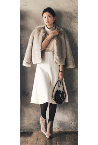 白スカート×ノーカラージャケット