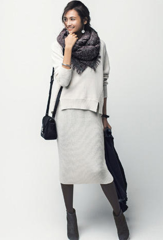 グレーモカタイツ×ホワイトニットスカート
