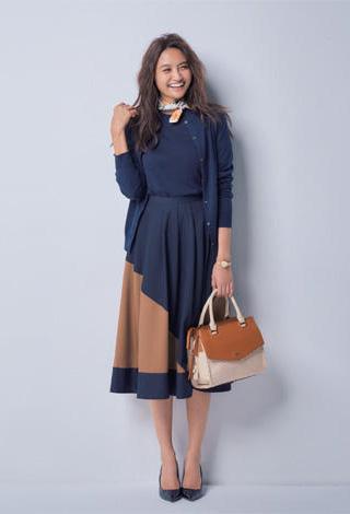 紺アンサンブルニット×紺スカート