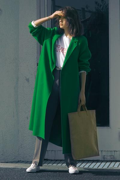 ビビッドカラーのコート グリーン