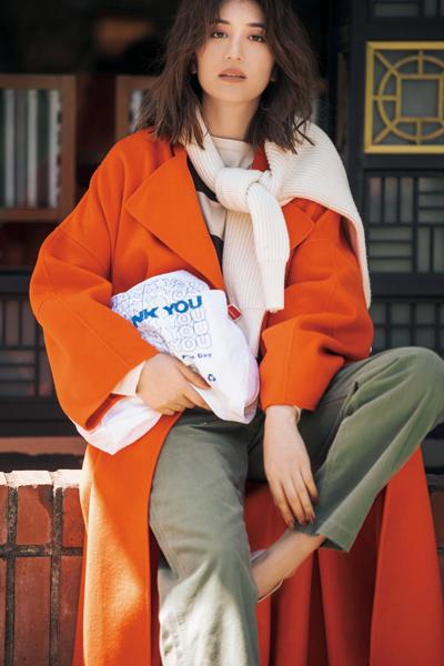 冬の着こなしを一新するビビッドカラーのコート