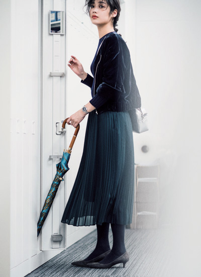 ジェイドグリーンのプリーツスカートコーデ