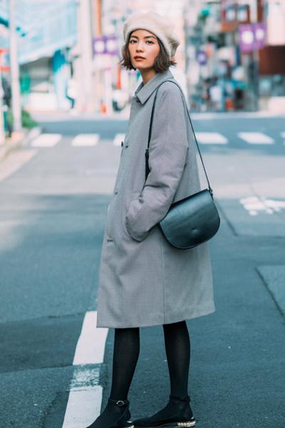 ベレー帽×グレーマニッシュコート