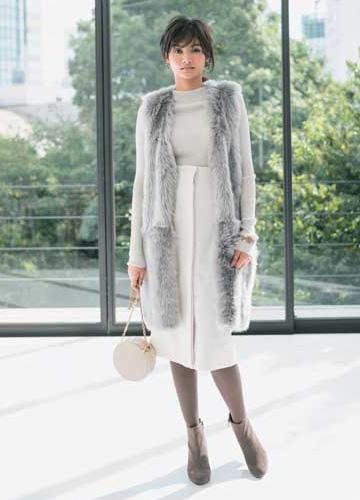 白スカート×白ニット
