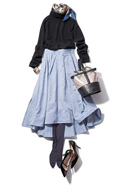 【2】チャコールグレータイツ×水色スカート×黒タートルニット