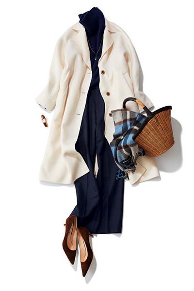 紺タートルニット×紺パンツ×白チェスターコート