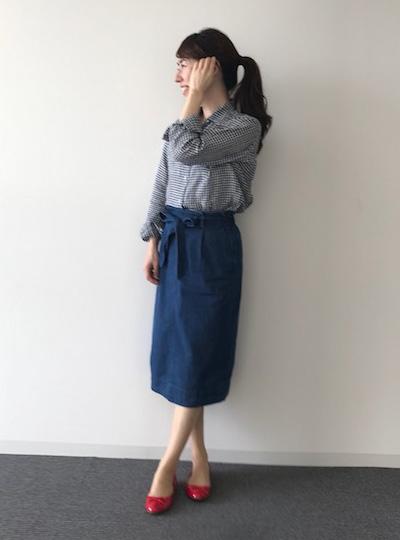 デニムスカート×リネンチェックシャツのきれいめカジュアルコーデ