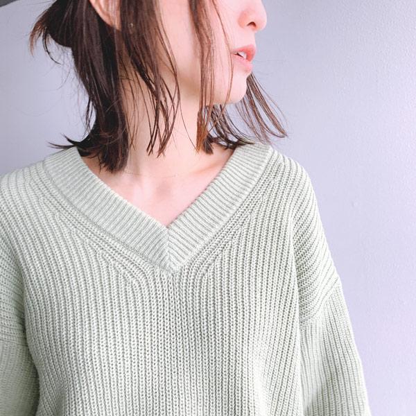 ボリュームVネックロングセーター