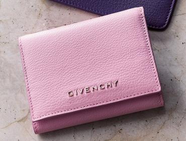 ミニマルデザインの財布【GIVENCHY(ジバンシィ)】