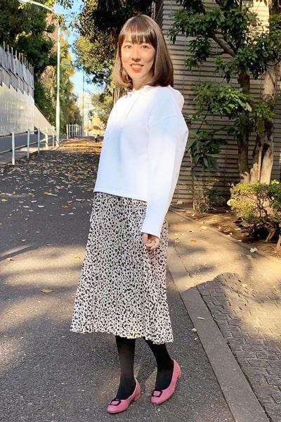 白スウェットパーカー×豹スカート