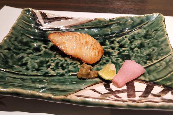 本日の焼き物(カレイの柚庵焼き・あしらい赤かぶと牡蠣味噌)