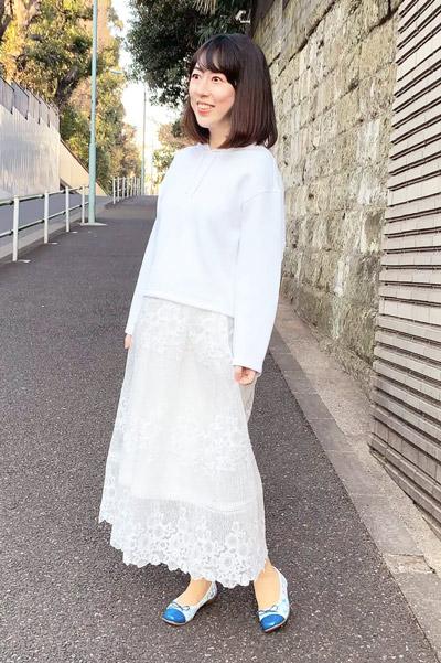 白レーススカート×白スウェット