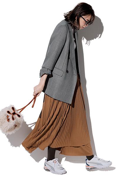 グレージャケット×キャメルプリーツスカート
