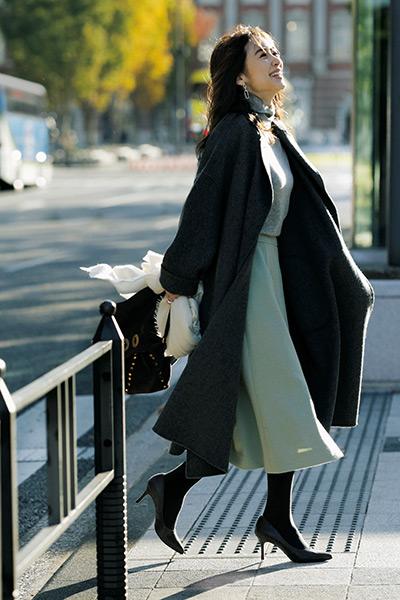 軽やかでも寒々しくならない真冬のスカートコーデ