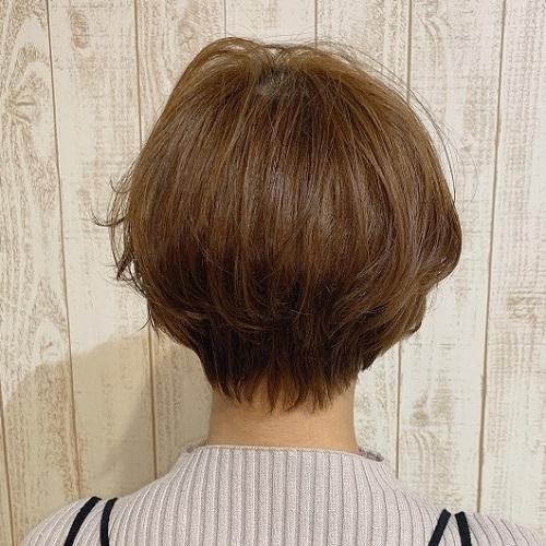 ナチュラルな質感のショートヘア