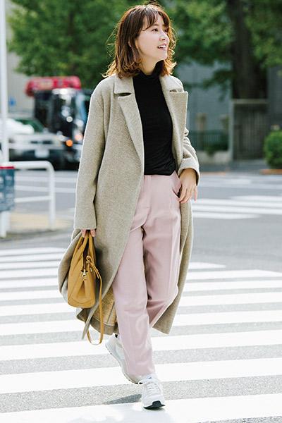 【2】白靴下×白ハイテクスニーカー×淡色パンツ