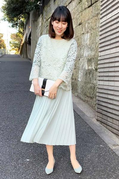 【1】グリーンレースブラウス×黒インナー×グリーンスカート