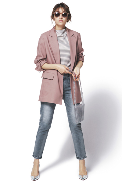 グレージーンズ×ボーダーTシャツ×ピンクジャケット