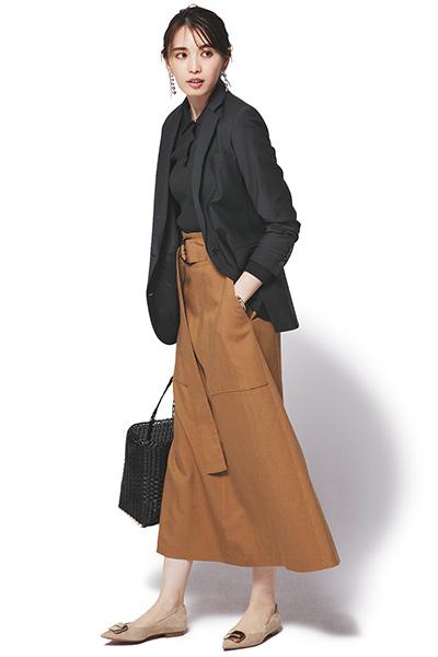 【5】キャメルフレアスカート×黒ジャケット