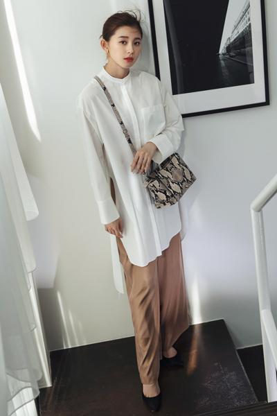 ベージュワイドパンツ×白チュニックシャツ
