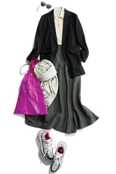 ピンクバッグ×黒ジャケット×グレーフレアスカート