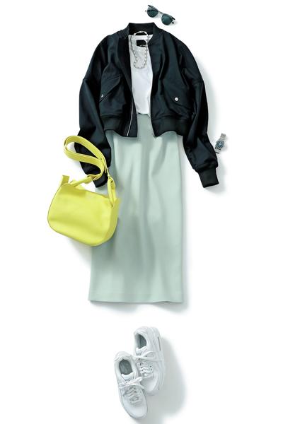 白Tシャツ×ミントタイトスカート×黒ブルゾン