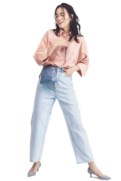ブルーデニム×ピンクシャツ