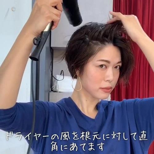 ストレートアイロンで巻く「大人ショートヘア」