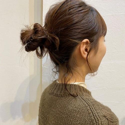 ほどよい後れ毛ですっきりおだんごヘア