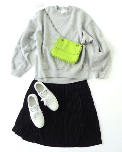 グレースウェット×黒ミニスカート