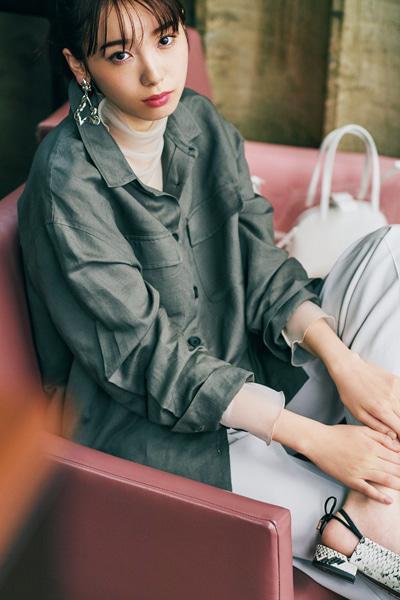 【4】白透けハイネック×グレーシャツ