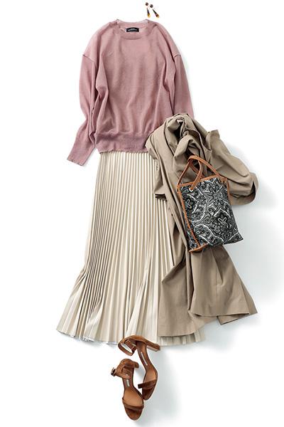 白プリーツスカート×ピンクニット×ブラウンバーサンダル
