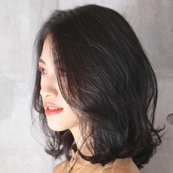 どんな顔型でも似合うミディアムヘア