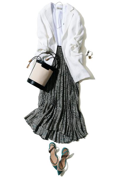 白Tシャツ×白ジャケット×プリーツスカート