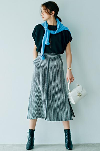 シックな雰囲気を生み出すツイードスカート