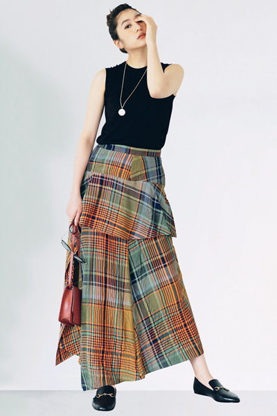 カラフルなチェックのロングスカート