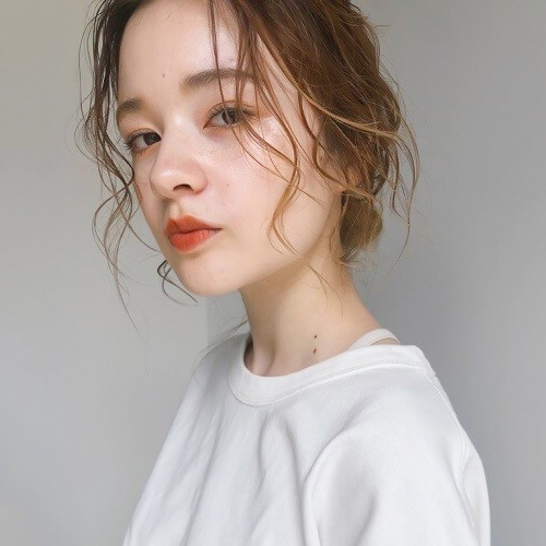 波巻き&ウェット質感の前髪サイドアレンジ